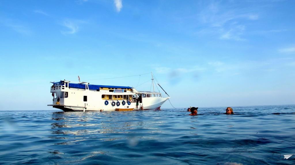Barco Lombok Flores